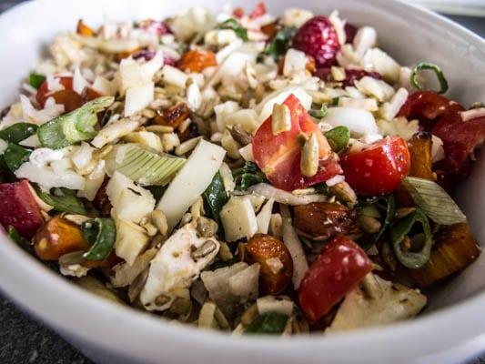 Sommersalat med jordbær, feta og bagte gulerødder…