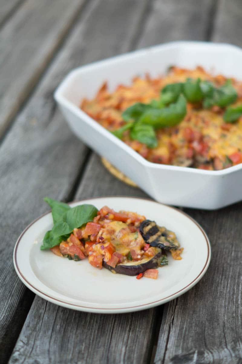 Grillede auberginer med tomatsalsa og ost…