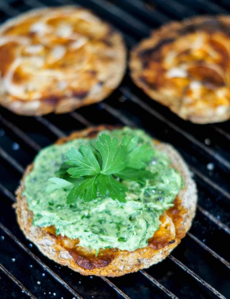 Pita pizza med guacamole
