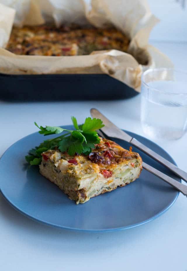 Æggekage i ovn med grønt, persille og soltørret tomat - Stinna
