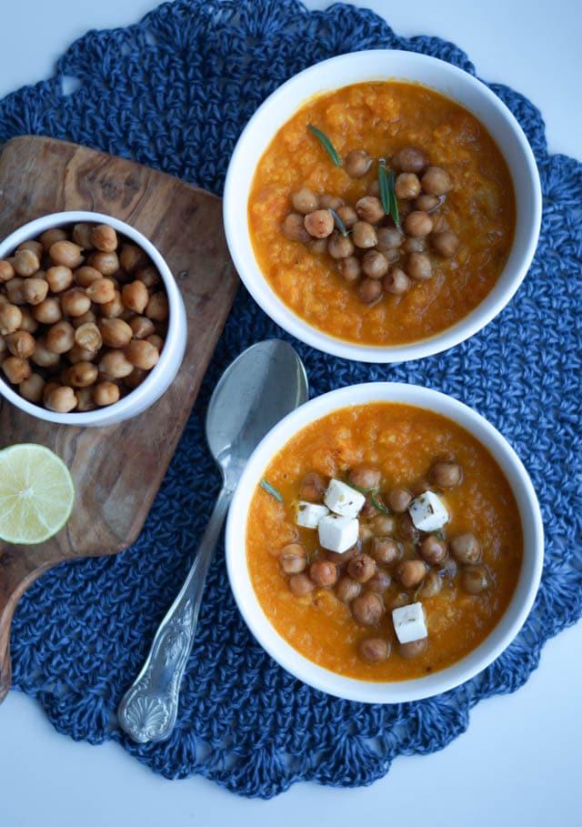 Gulerodssuppe med ristede kikærter