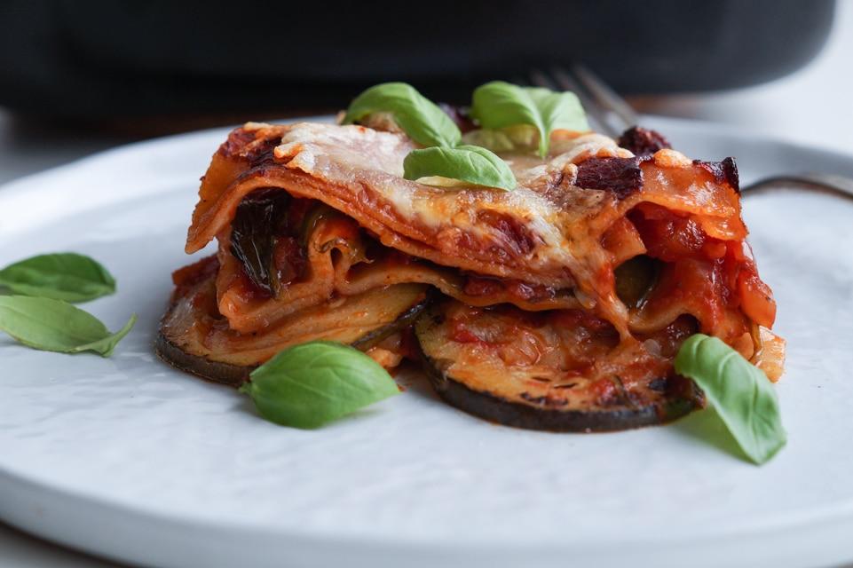 vegetar lasagne med stegte grøntsager