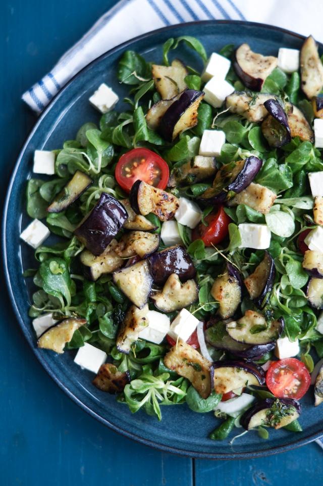 Salat med stegt aubergine og feta