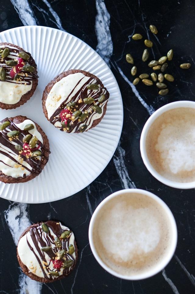 Julede bananmuffins – muffins med chokolade og glimmer