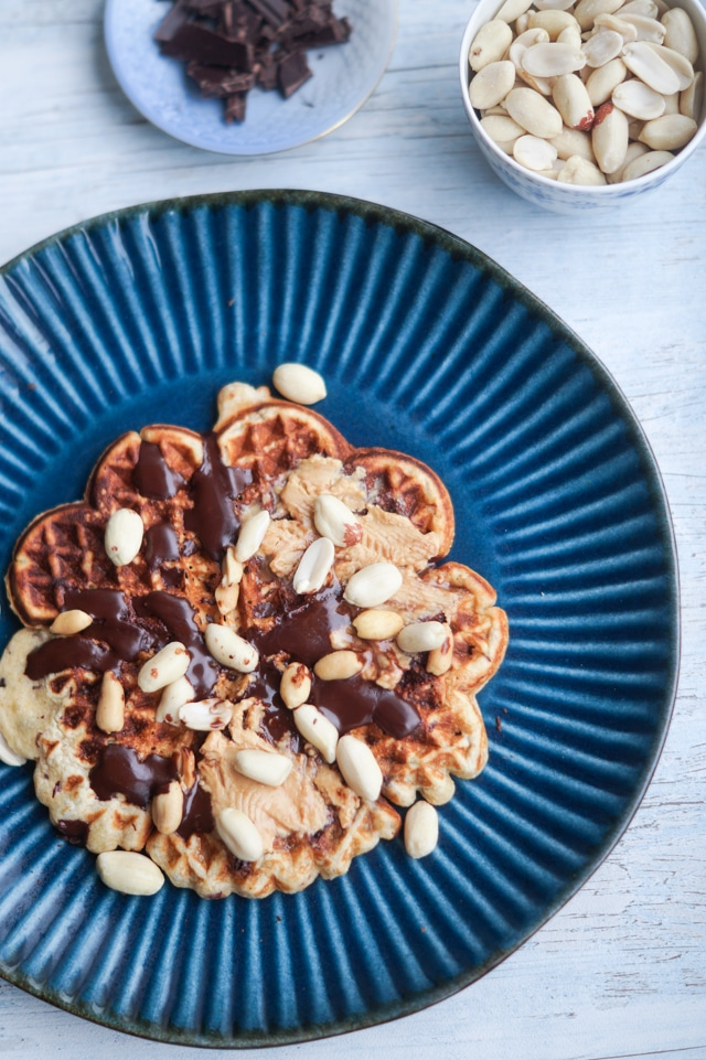 Snickersvafler – vafler med peanutbutter og mørk chokolade