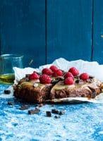 Chokoladekage med olivenolie og karamel