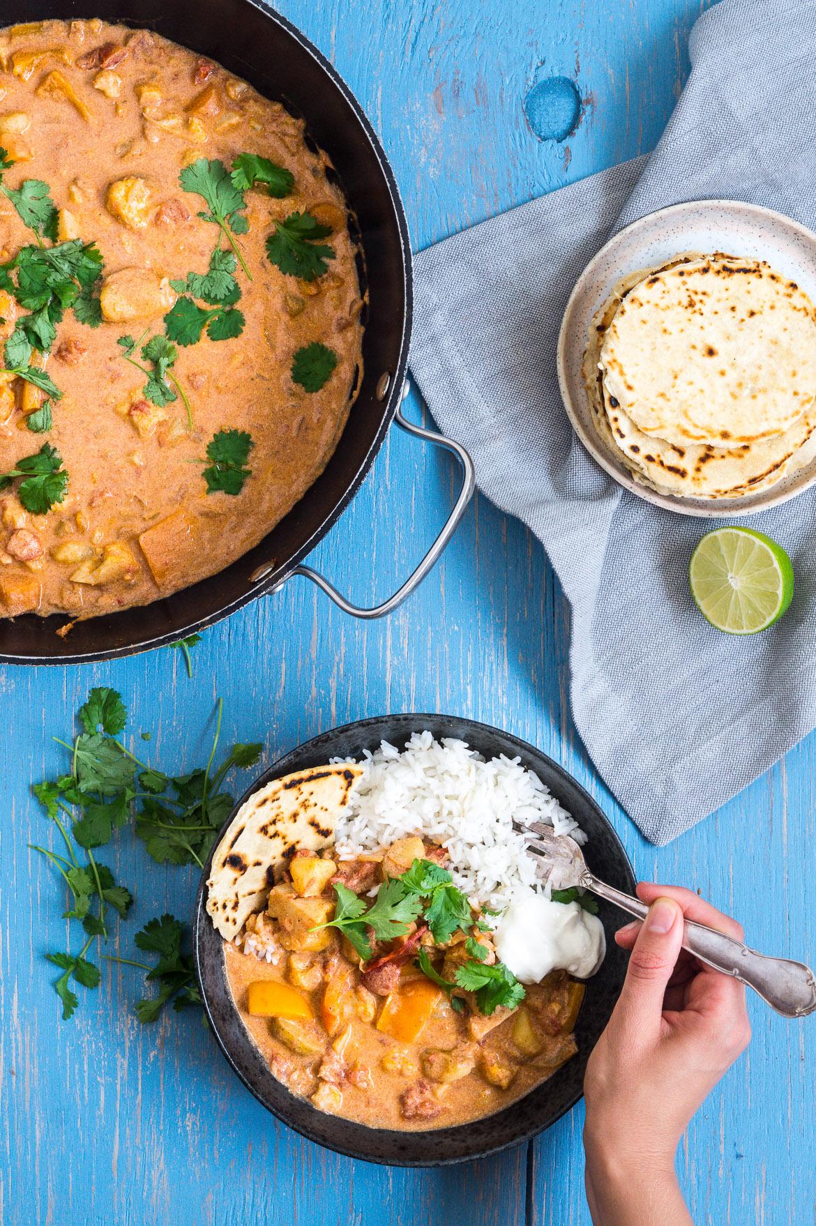 Indisk curry med blomkål og gulerødder