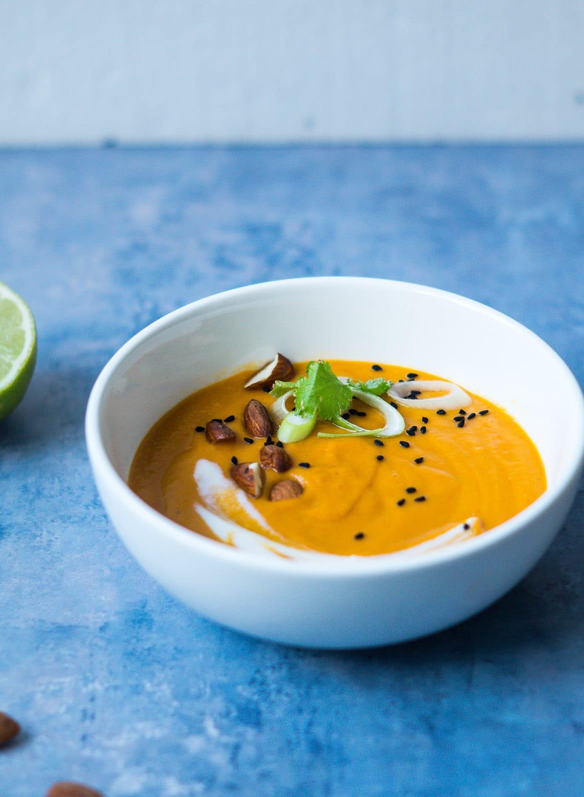 Græskarsupperøde linser, kokosmælk og karrypasta