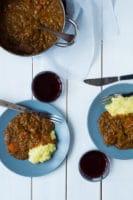 Vegetarisk grydedret med rødvin og linser