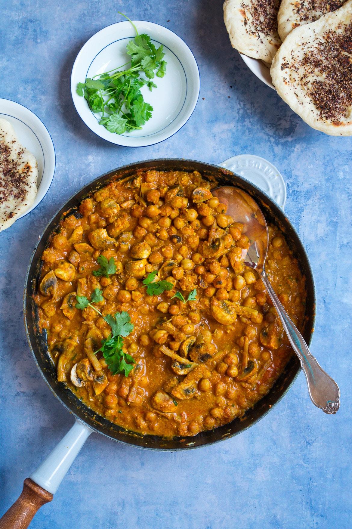 Indisk vegetarret - kikærter i cashewnødde-sauce