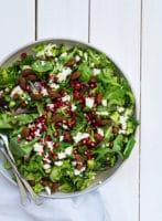 Sommersalat med broccoli, feta og granatæble