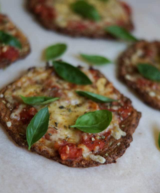 Blomkålspizza - små sunde pizzaer med blomkål
