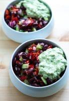Mexicansk salat med bønner og guacamole