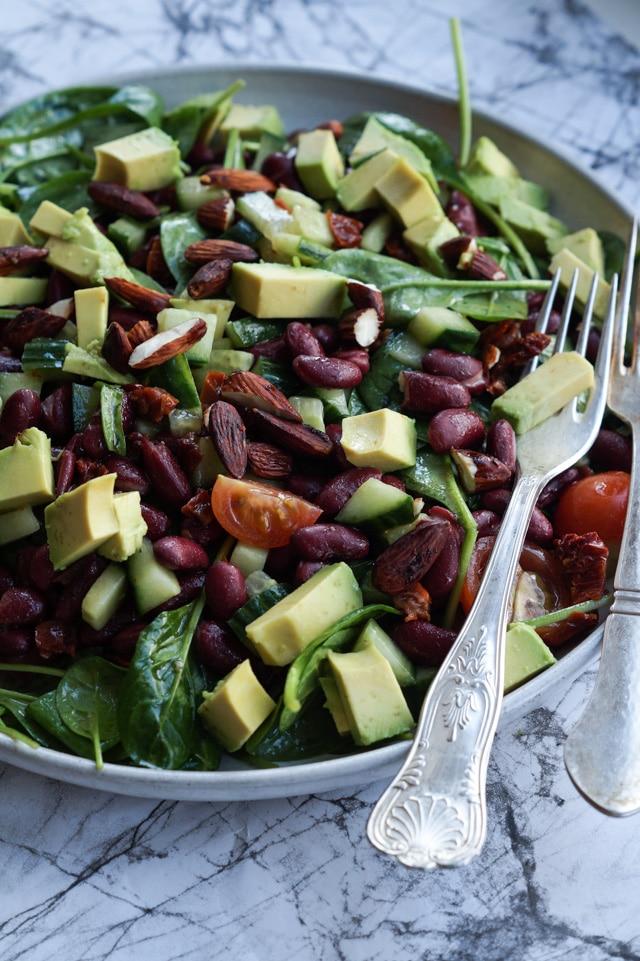 spinatsalat med bønner