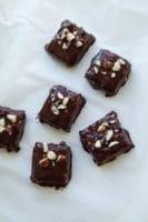 Små chokolade- hasselnødde bidder