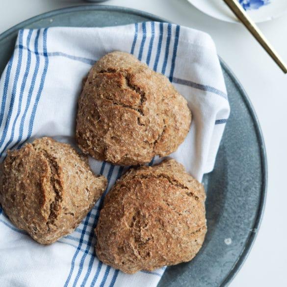 Koldhævede grovboller – den nemmeste opskrift