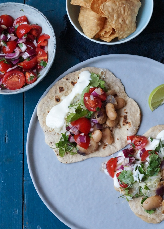Vegetariske tortillas med bønnefyld