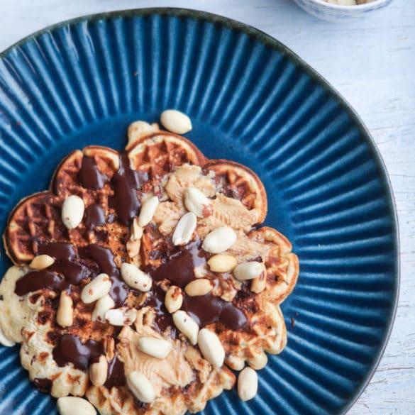Snickersvafler - vafler med peanutbutter og mørk chokolade