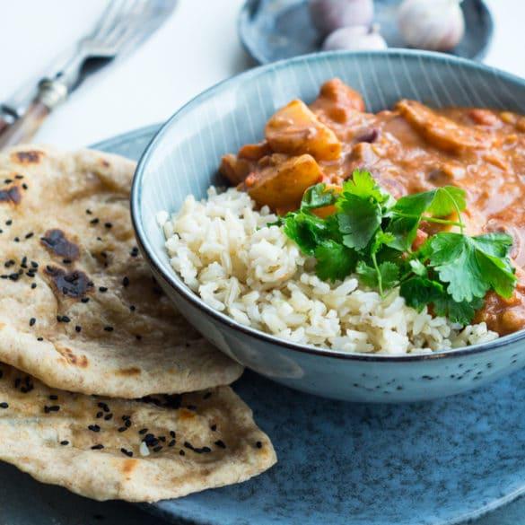 Vegetarisk indisk curry - med kartofler og kokosmælk
