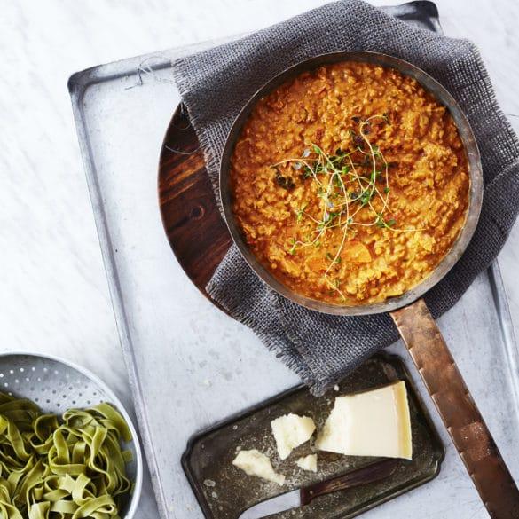 Vegetarisk bolognese - linsebolognese med fuldkornsspaghetti