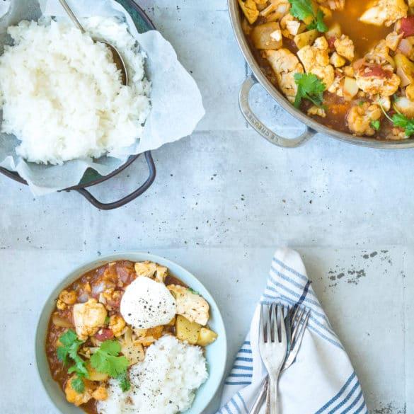 Aloo gobi - vegetarisk indisk ret med blomkål og kartofler