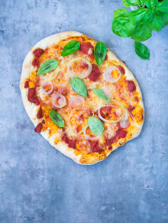 Grov pizza - pizza med fuldkornsbund