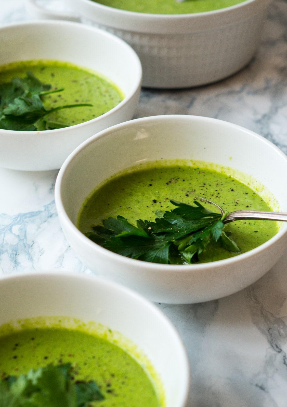 Ærtesuppe med grøn karrypasta og kokosmælk
