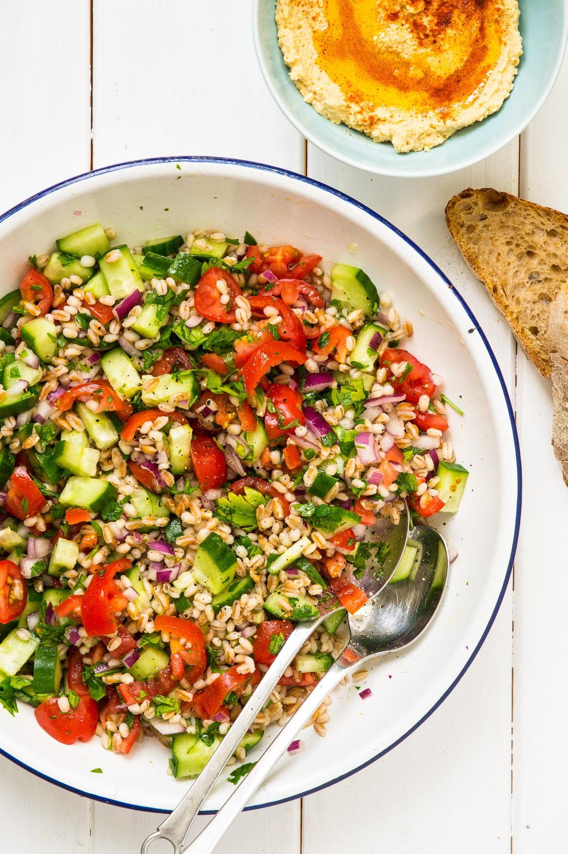 Salat med perlebyg og persille