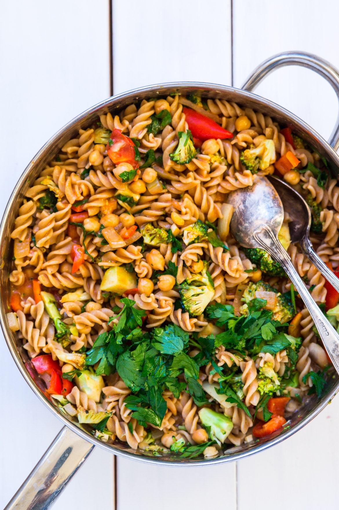 Nem hverdagsmad - pasta og grønt i kokosmælk