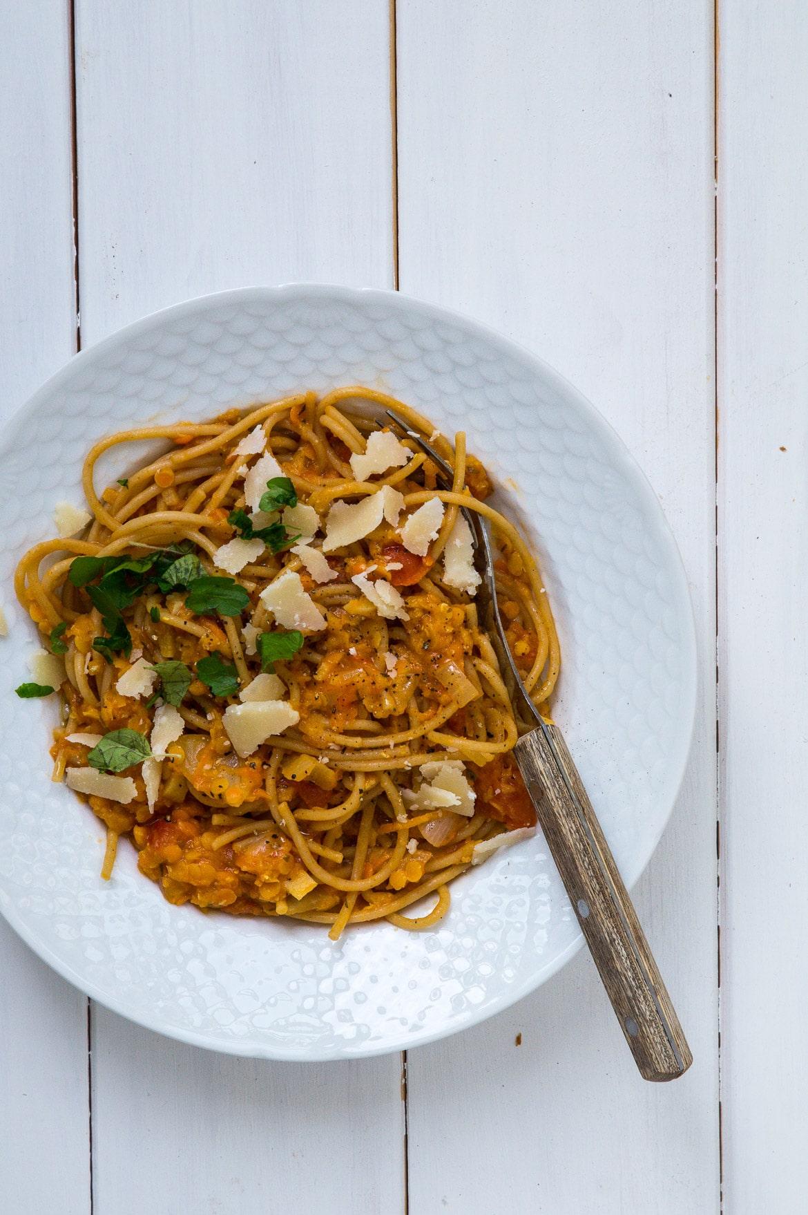 Spaghetti i linsesauce