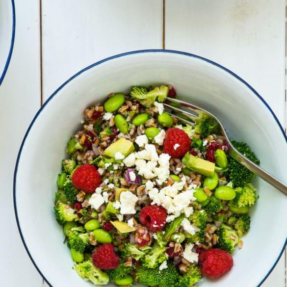 Broccolisalat med edamamebønner