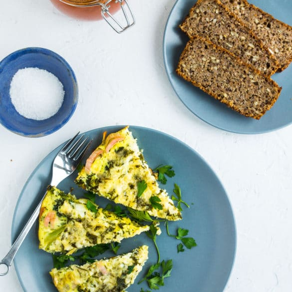 Æggekage med broccoli og ost