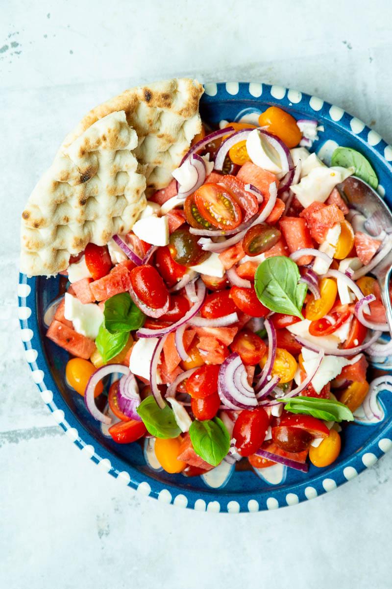 Sommersalat med vandmelon, tomat, mozzarella og basilikum