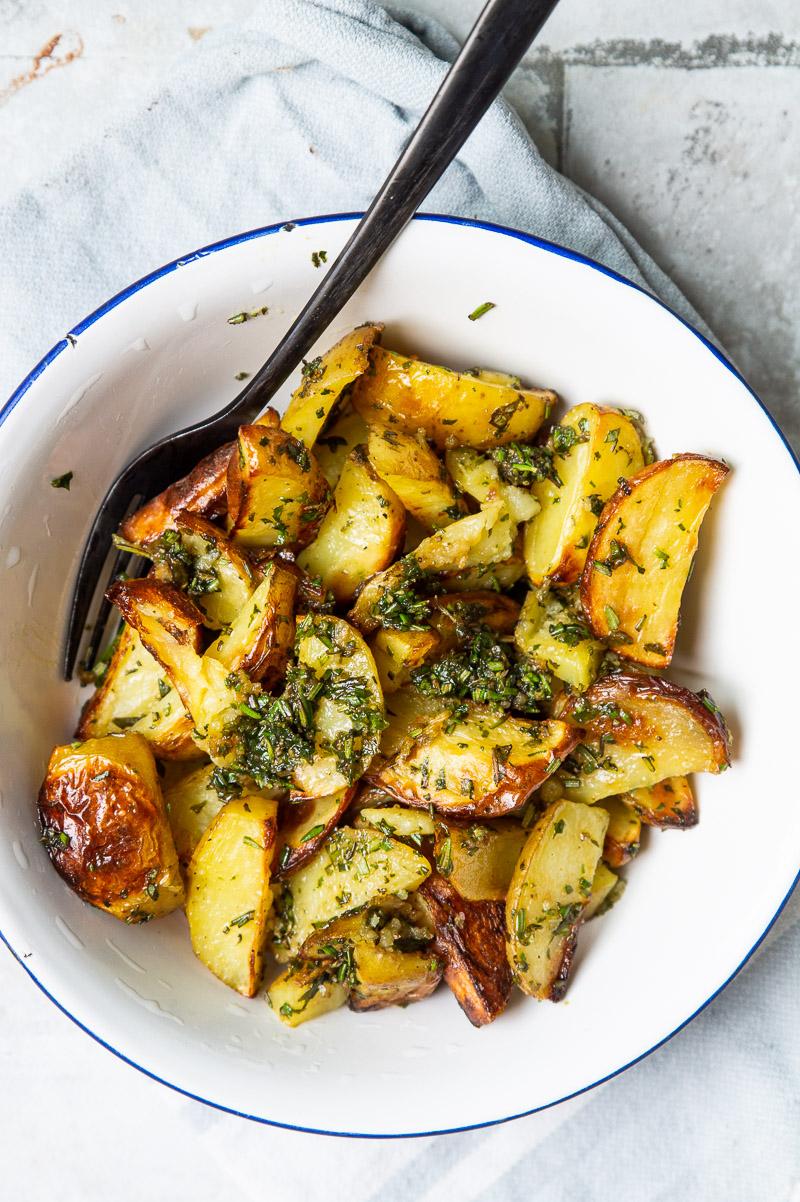 Ovnbagte kartofler med hvidløg og rosmarin