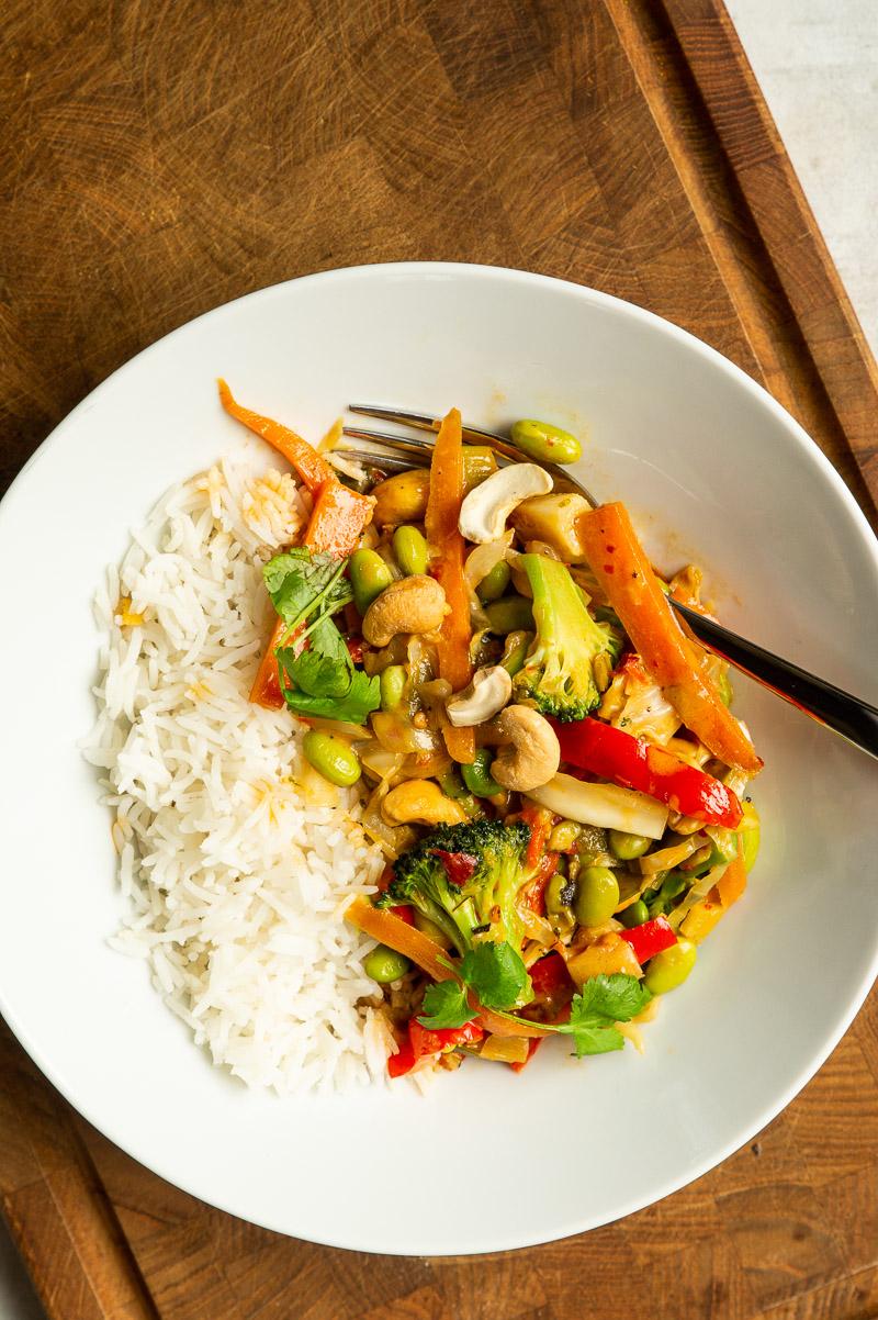 Vegetarisk wok med kokosmælk