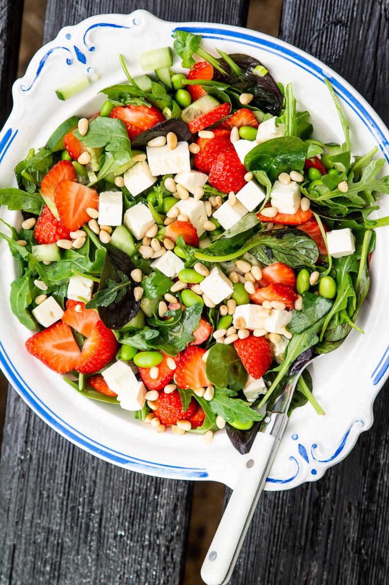 Jordbærsalat med spinat og feta