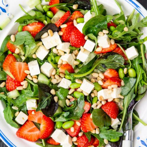 Salat med jordbær, spinat og feta